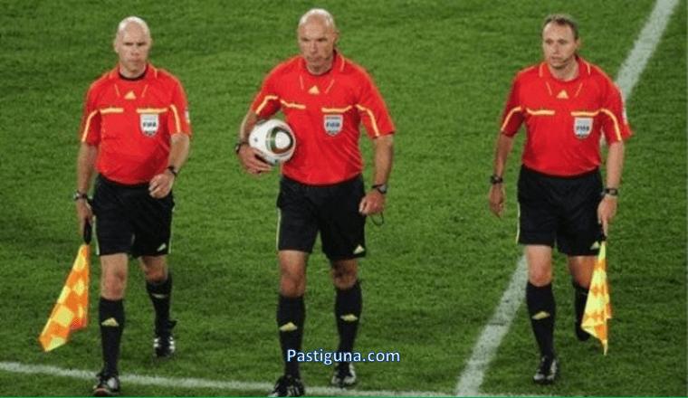 tugas asisten wasit sepak bola