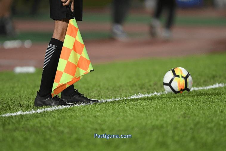 tugas hakim garis sepak bola