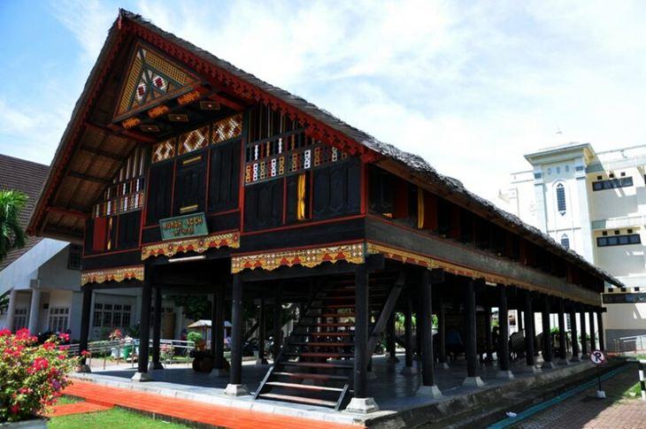 Nama Rumah Adat Sumatera Beserta Gambar Dan Filosofinya
