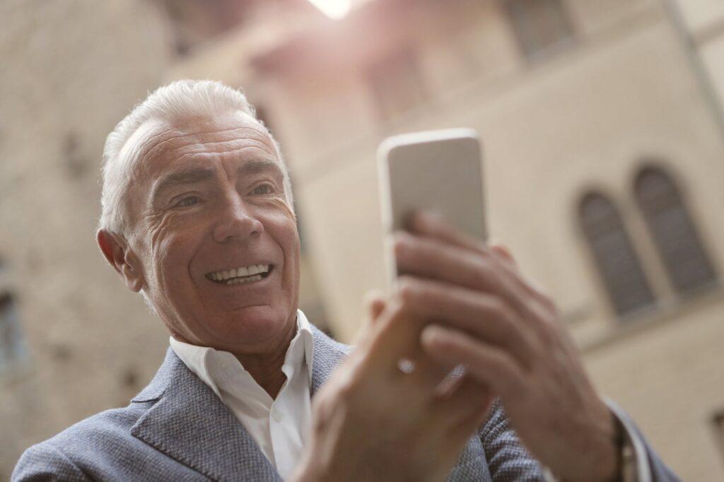 manfaat komunikasi daring